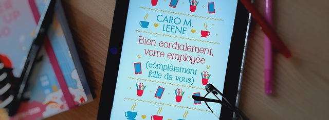 Lire – Bien cordialement, votre employée (complètement folle de vous) de Caro M.Leene